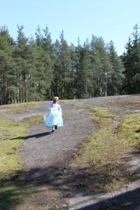 Elsa runs